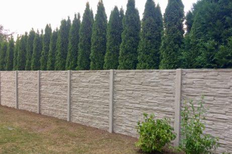 skládaný betonový plot
